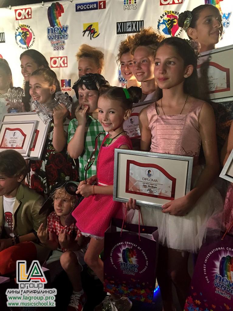Участница от Казахстана Данэлия Тулешова получила «Бриллиантовую волну» на конкурсе «Детская новая волна» - 2015